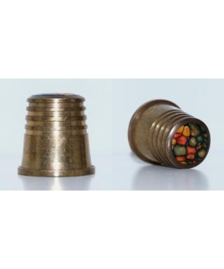 Metalowy ze zdobionym wierzchem