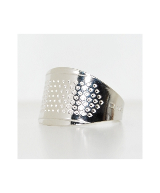 Adjustable ring thimble