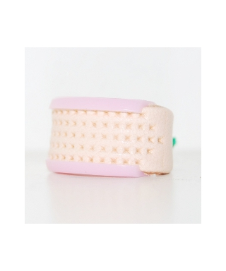 Leather thimble with pink cup