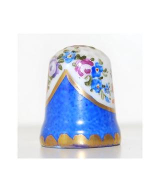 Kwiaty za niebieską zasłonką od Thierry de Marichalar