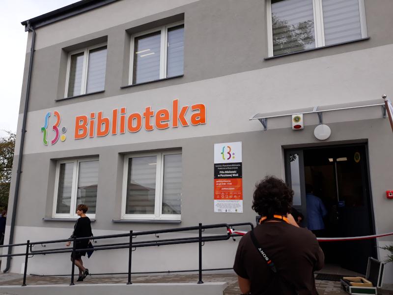 pod złotym naparstkiem library opening - 4